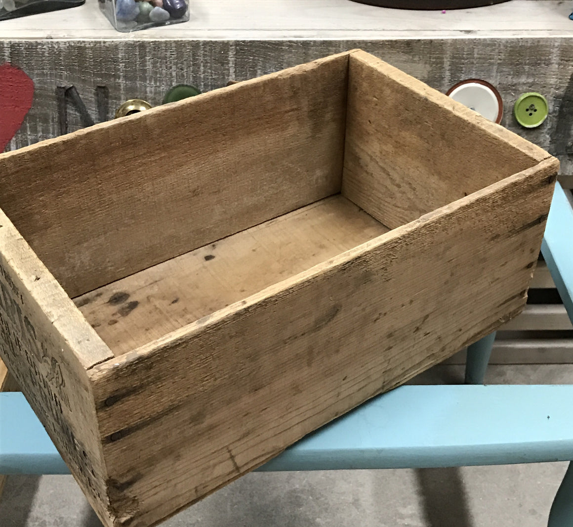 Iris California Prune Wooden Crate - VINTAGE JOURNEY MARKET - Upcycling & Restoration