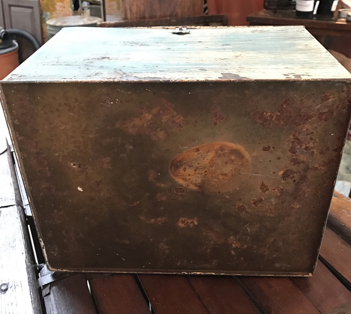 Metal box, painted teal and off white - Vintage - VINTAGE JOURNEY MARKET - Upcycling & Restoration