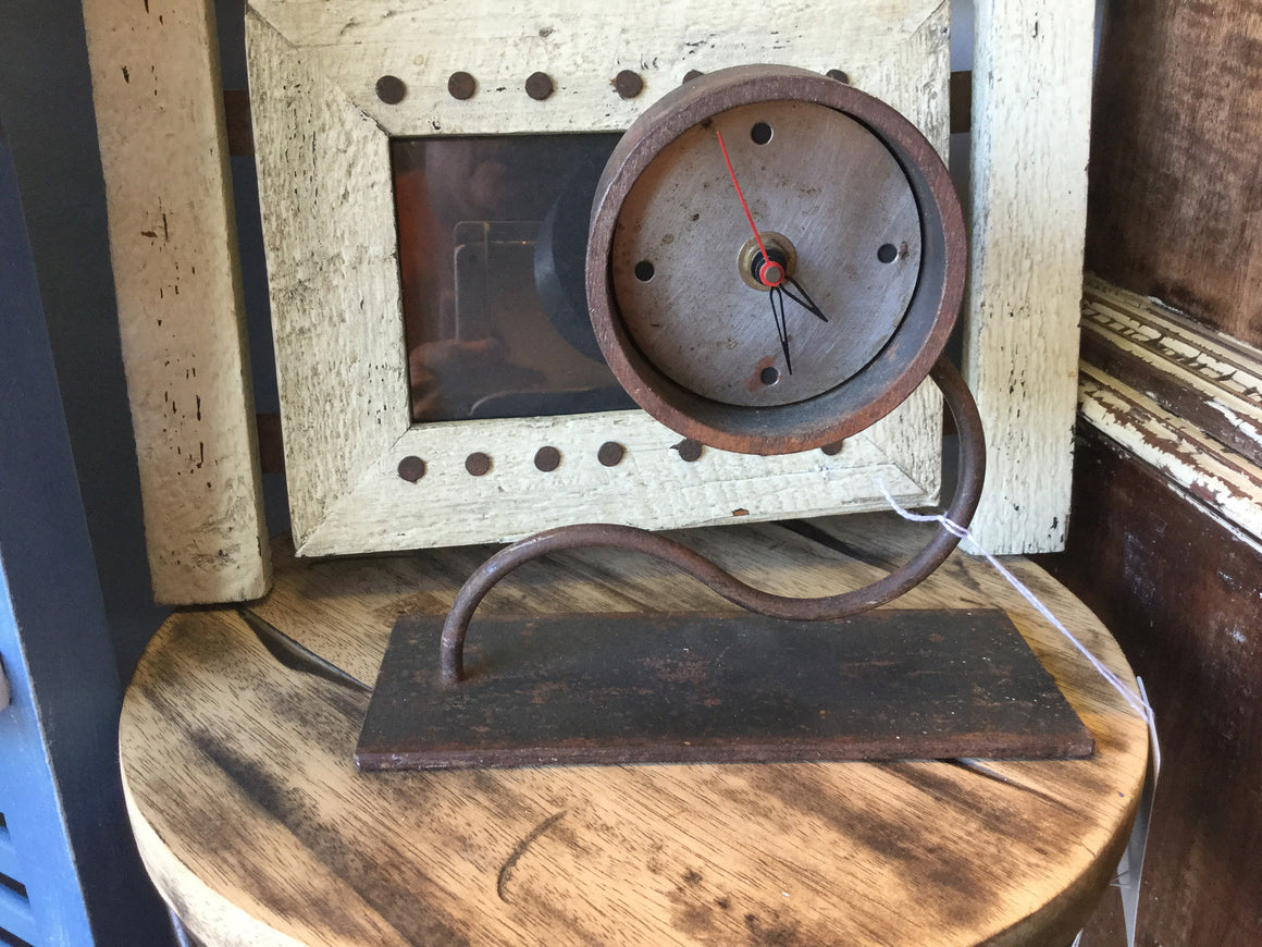 Sheet metal clock - VINTAGE JOURNEY MARKET - Upcycling & Restoration
