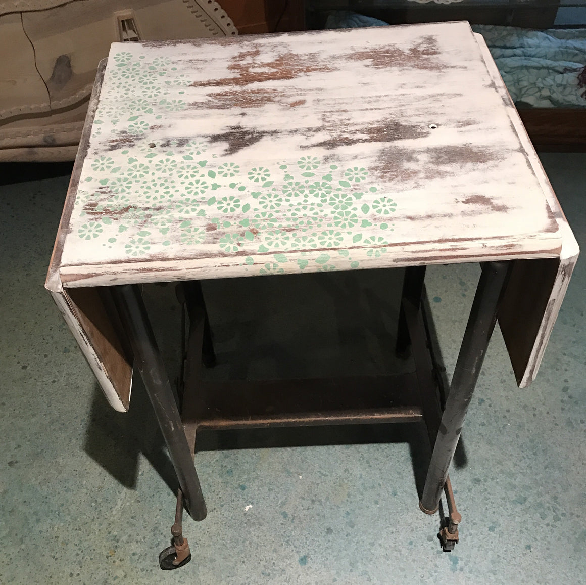 Typewriter Stand, Shabby Chic - VINTAGE JOURNEY MARKET - Upcycling & Restoration