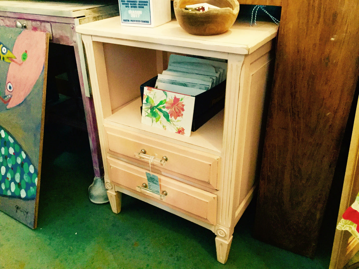 Shabby Peach Table - VINTAGE JOURNEY MARKET - Upcycling & Restoration