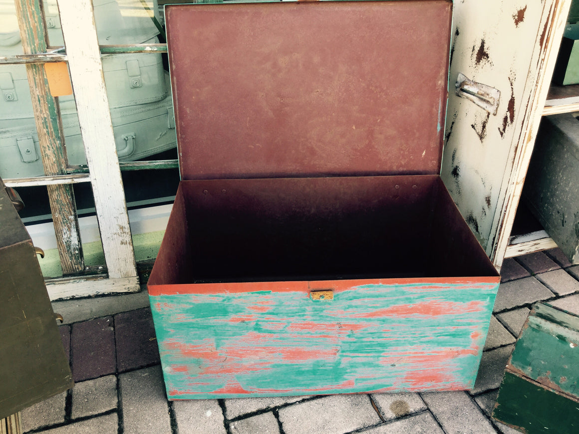 Upcycled bulk container - VINTAGE JOURNEY MARKET - Upcycling & Restoration