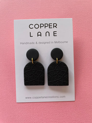 Classics Arch Earrings - Black