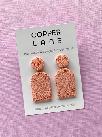 Arch Embossed Earring - PEACH