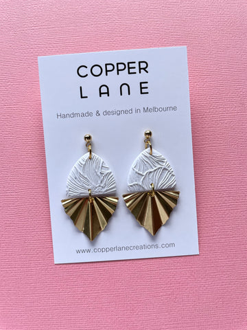 Floral Fan Earrings - Speckled White/Brass