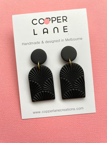 Arch Fan Embossed Earring - BLACK
