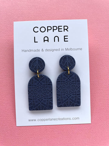 Arch Embossed Earring - NAVY