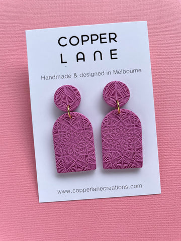 Arch Embossed Earring - PINK