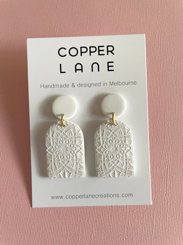 Arch Embossed Earring - WHITE