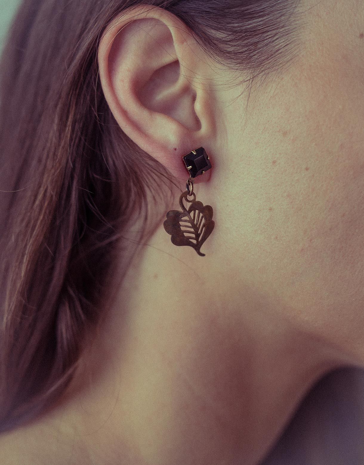 Jet brass leaf earrings