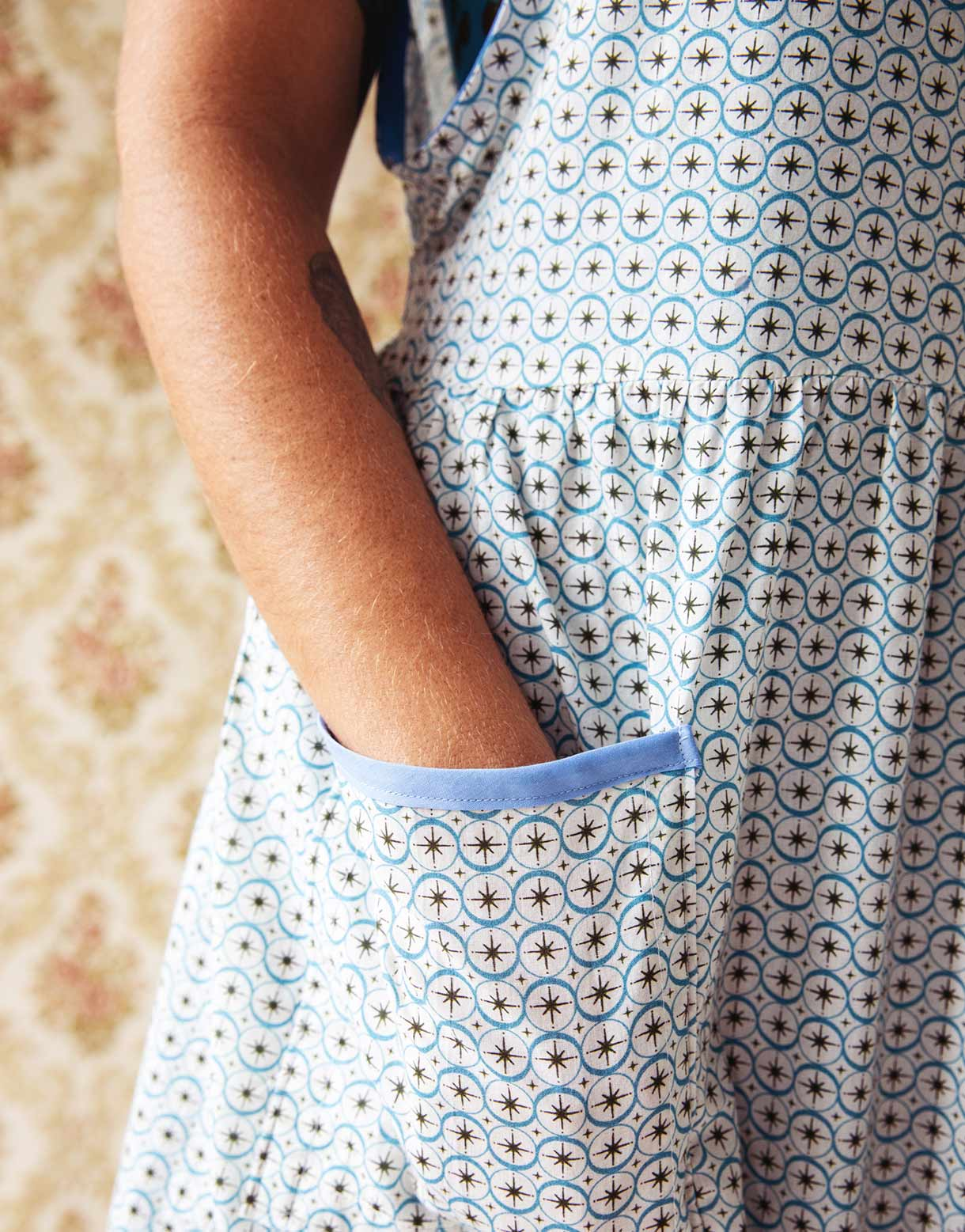 Nancy apron in Starburst *organic cotton