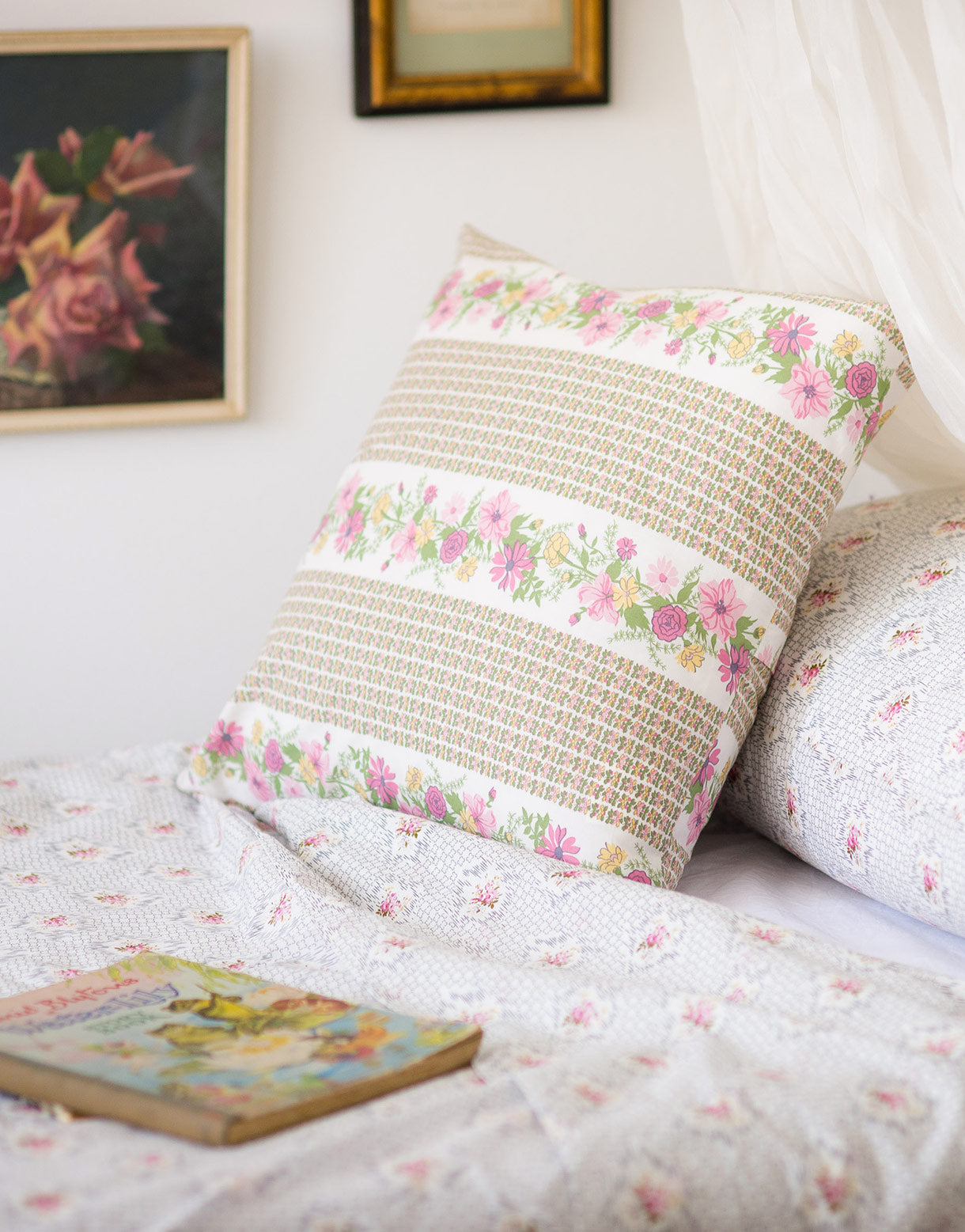 Square cushion in Petunia