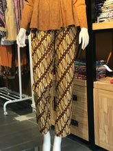 Load image into Gallery viewer, Women's Batik Pants