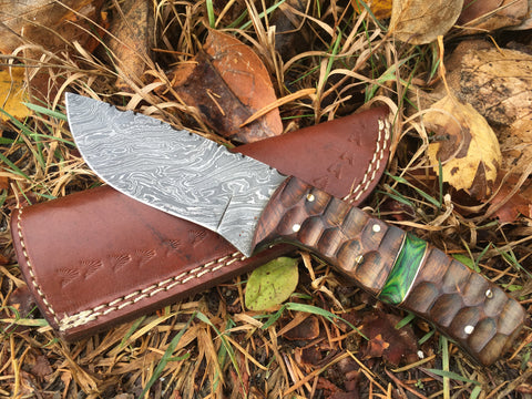Skinning knife with walnut handle and green ascent