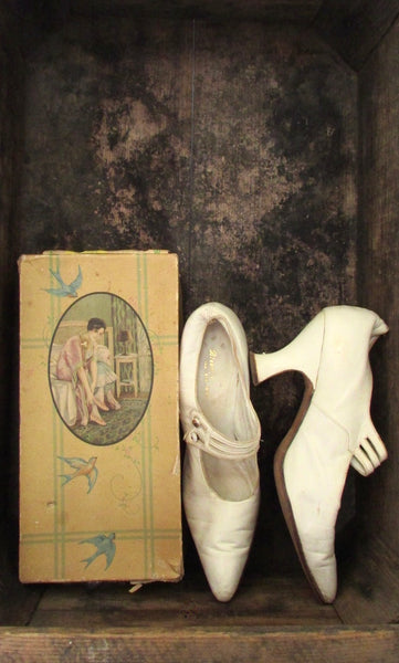 MARY JANES Antique 20s Shoes with Box, Size 6 - 7