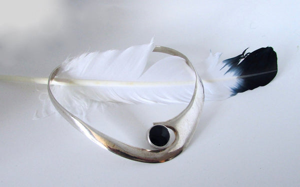 THE MODERNIST JVG 70s Taxco Mexican Silver and Onyx Choker Necklace