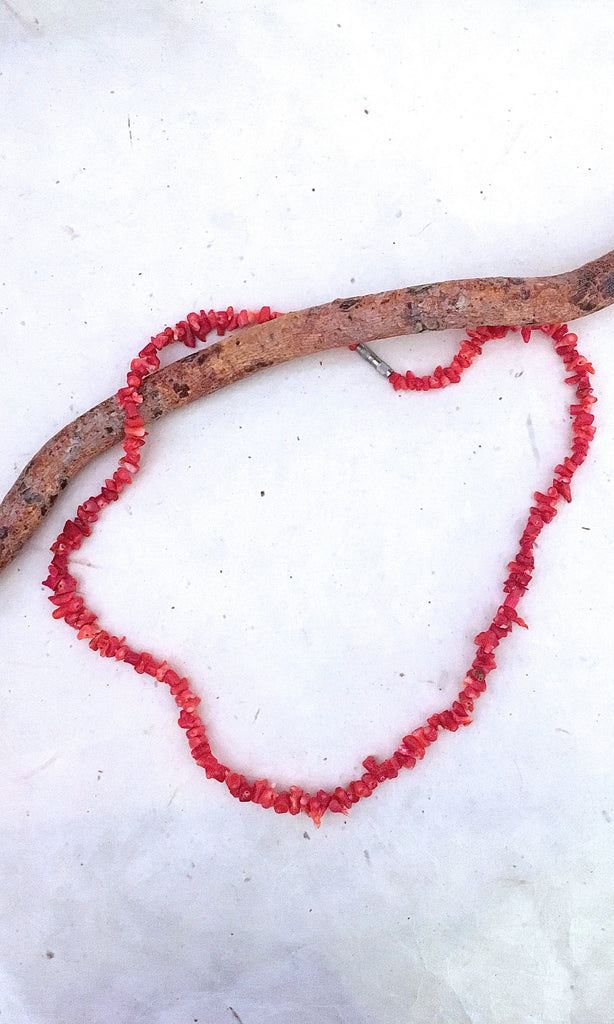 NATURE CALLING 1970s Natural Salmon Color Coral Branch Necklace