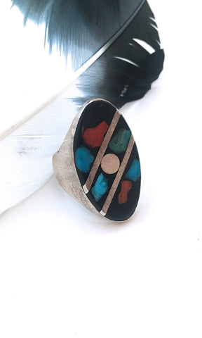 GRAPHIC SHAPES 1970s Onyx, Turquoise & Coral Inlay Ring, Sz 7 1/2