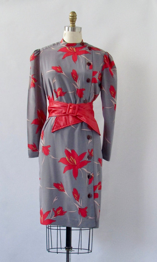 FLORAL ARRANGEMENT 1980s Gray Silk Shift Dress with Red Lily Print, Sz Med