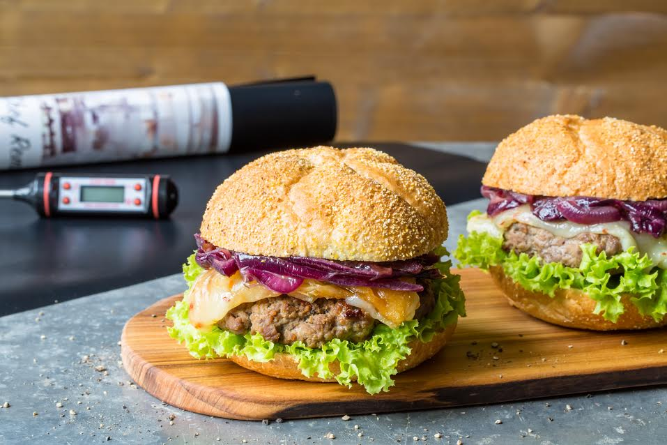 lamb-burgers-with-grilled-halloumi-and-red-onion-c