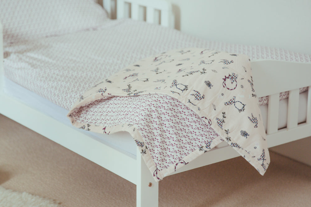 Bed Quilt Doves/ Burgundy Star