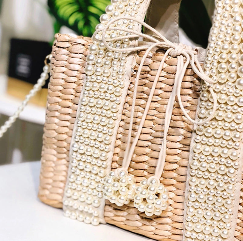 Straw bag with Pearls
