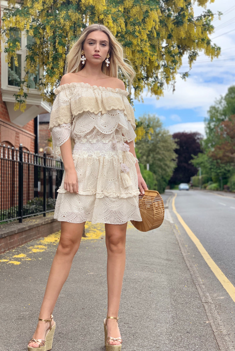 Cream Ruffle mini dress Volant