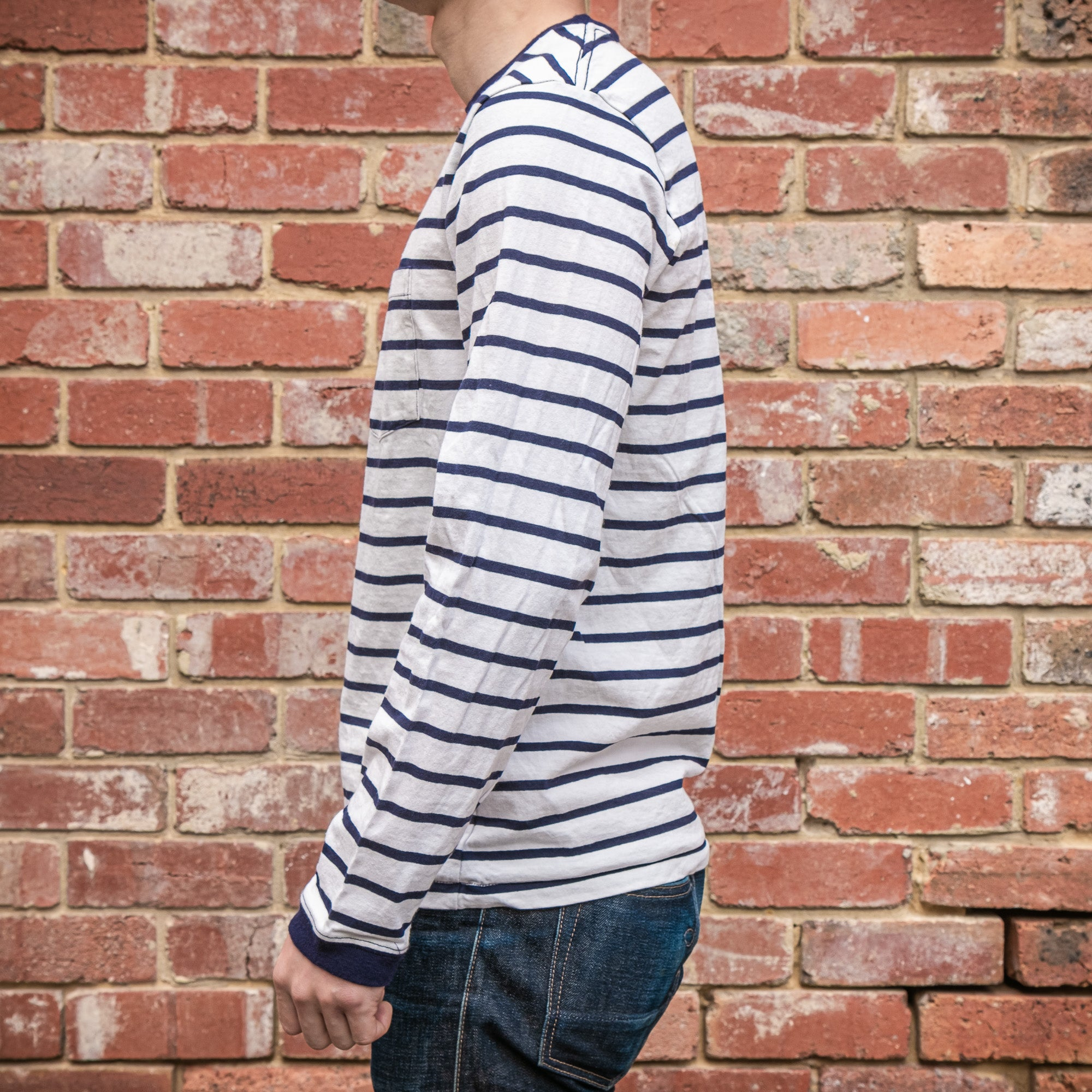 Load image into Gallery viewer, Velva Sheen - 18 stripe L/S pocket tee in White and Navy