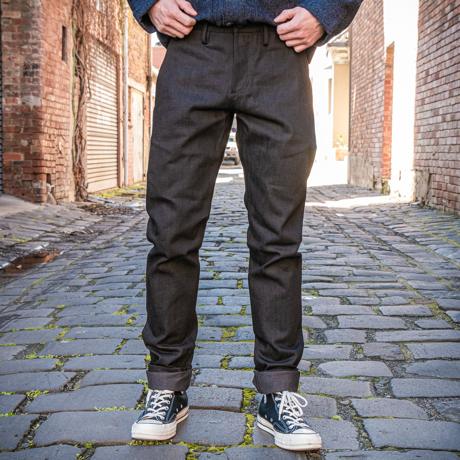 Load image into Gallery viewer, Rogue Territory -Officer Trousers 15oz Stealth Black Selvedge