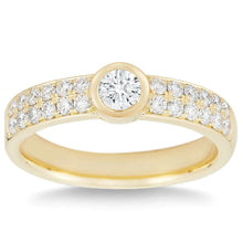 Load image into Gallery viewer, Round Brilliant 0.66 ctw VS2 Clarity I Color Simulated Diamond CZ 1kt Yellow Gold Ring