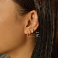 caption: Model's first hole length: 6.2mm, second hole: 4.6mm, third hole: 3.6mm