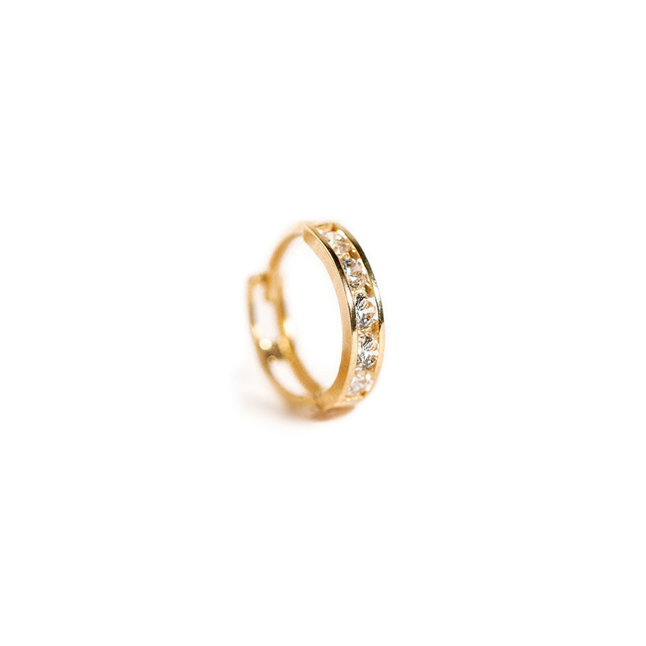Single Pave Huggie 14K