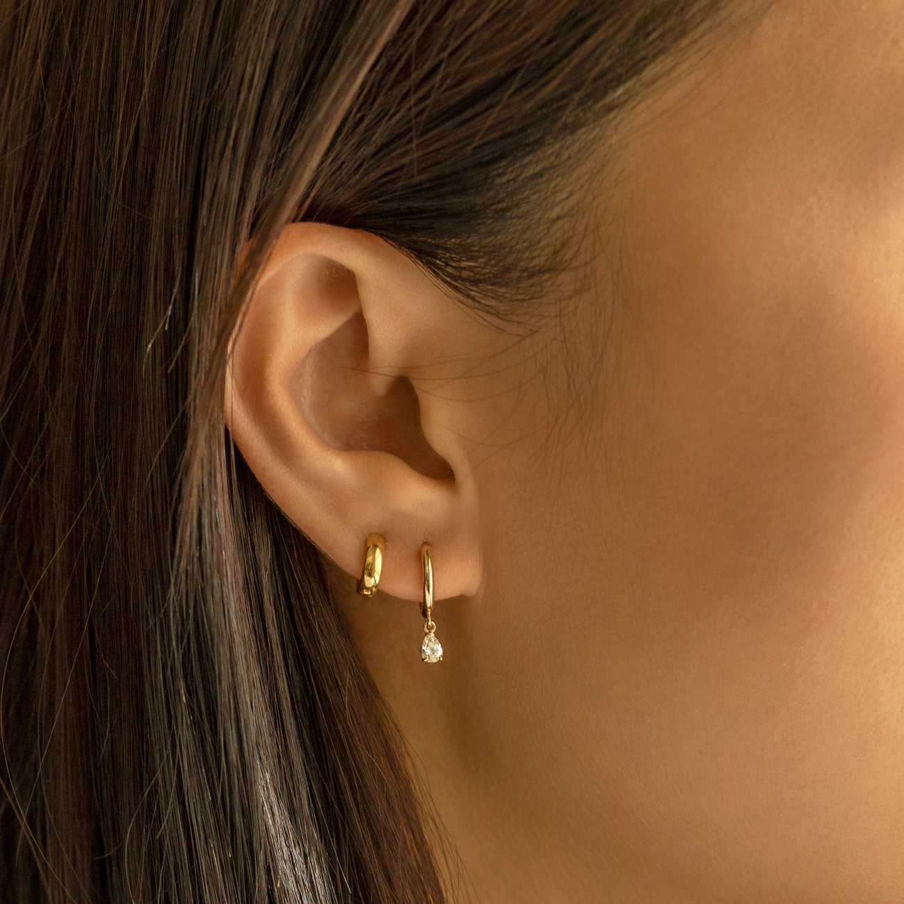 caption: Model's second hole length: 4.8mm, wearing 6mm