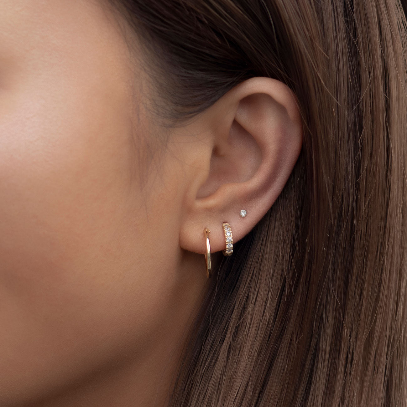 caption:Model wearing 2mm on third hole