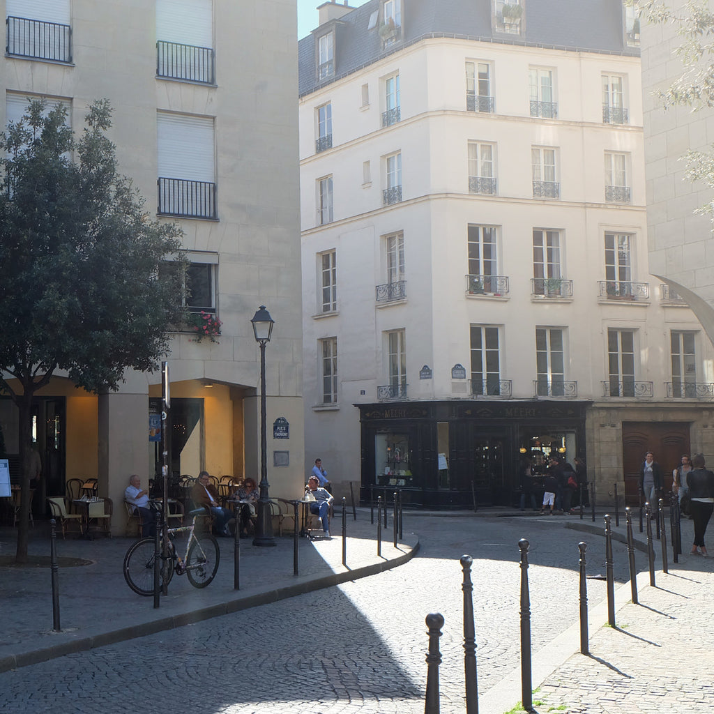 【Life】 Walking in Paris – In the district of Marais: bookstore Librairie Yvon Lambert
