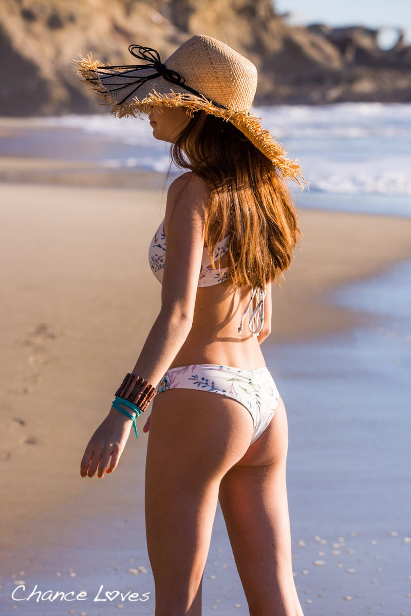 Cheeky Bottoms with Ruche detail in the back, beautful Floral Rosecolored Bikini.