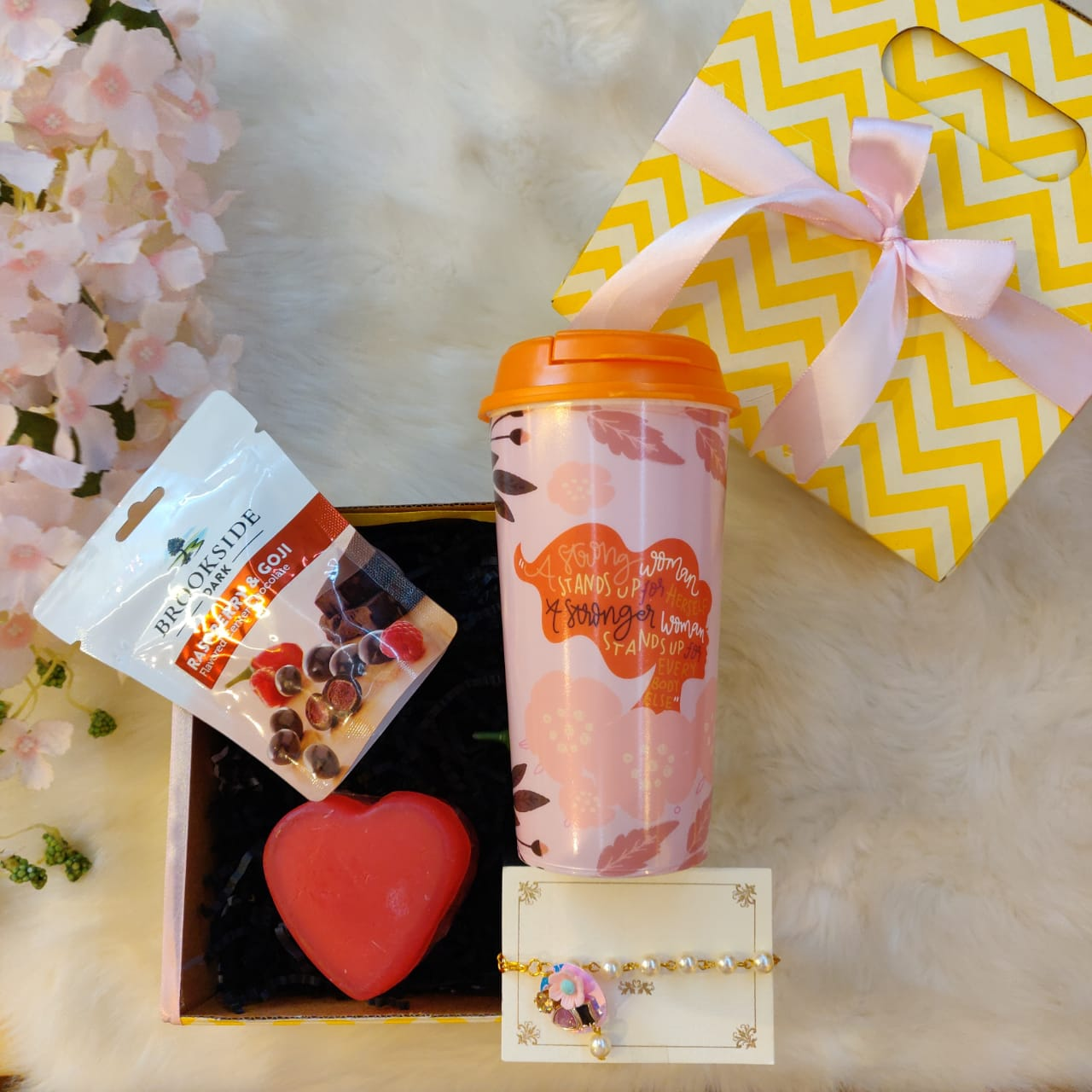 Women's Day Gifts, pocket friendly gifts, gifts for women
