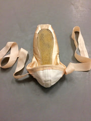 Folding heel on pointe shoes 5 points for pointe shoes dance blog PDE Dance Supplies