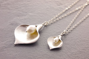 mother daughter calla lily necklace