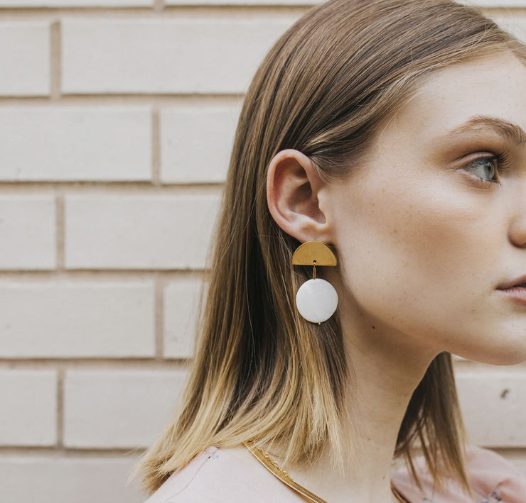 Tegan Minimal Pearl Statement earrings