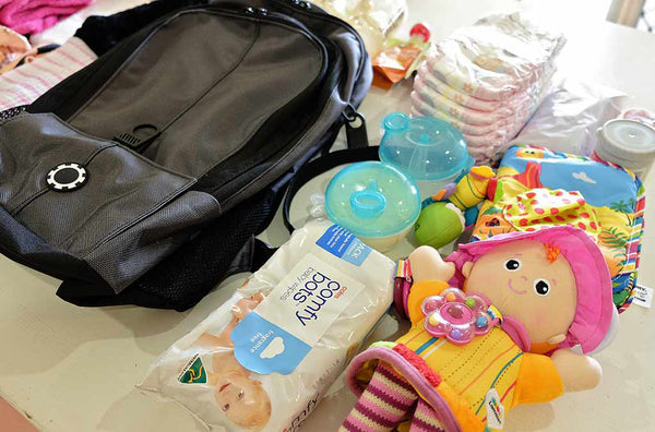 What to Pack in your Travel Diaper Bag for the Flight