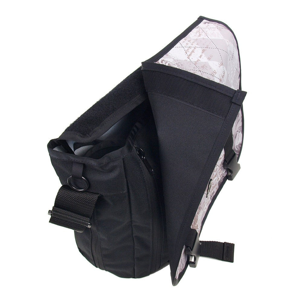 DadGear Messenger Style Diaper Bag - Removable Messenger Flap