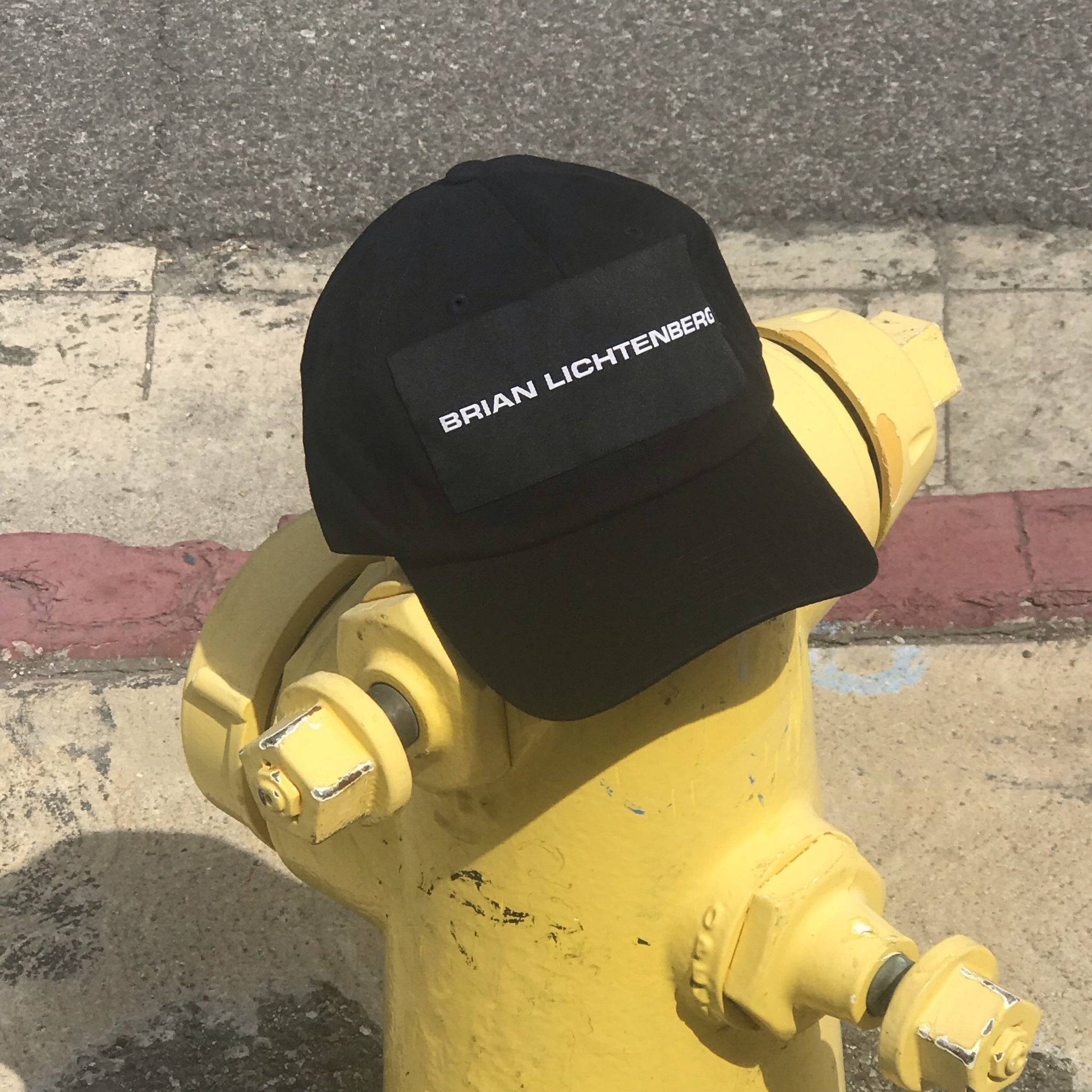 BLACK LOGO LABEL HAT