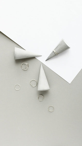Minimalist Ring Holder - ModiDen