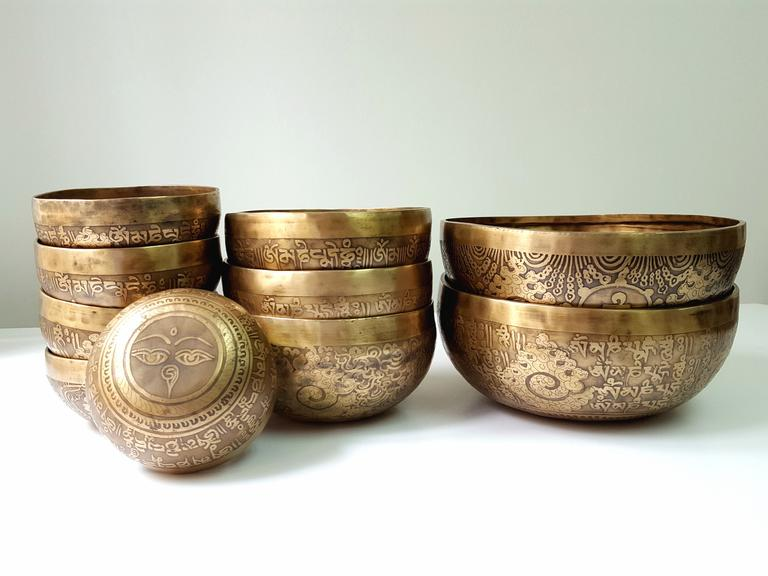 20cm Compassion Mantra & Double Vajra Etched Singing Bowl (4)