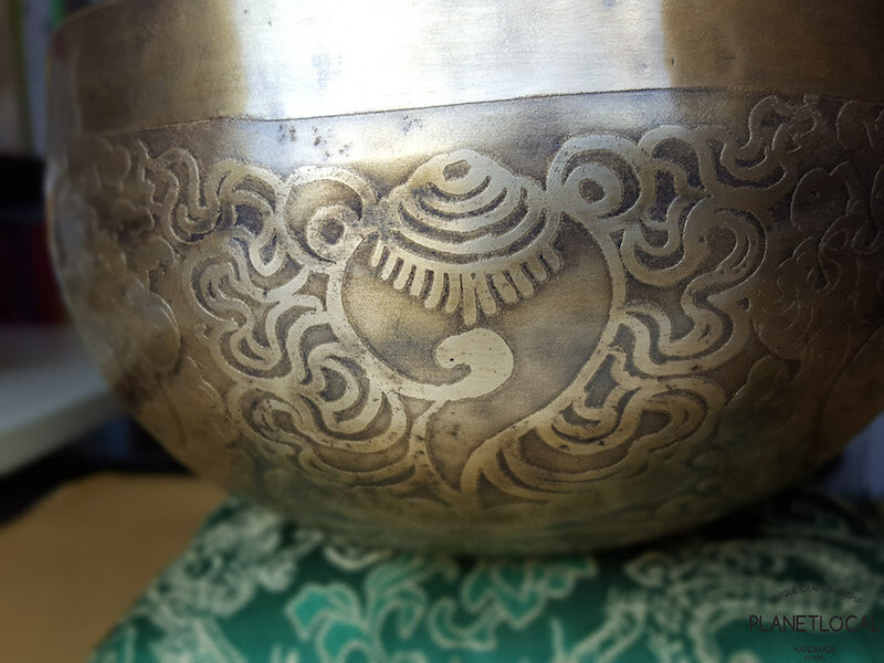 15cm Sea of Wisdom Conch Etched Singing Bowl (5)