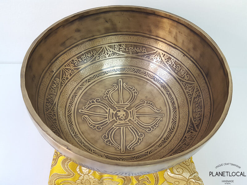 20cm Compassion Mantra & Double Vajra Etched Singing Bowl (1)