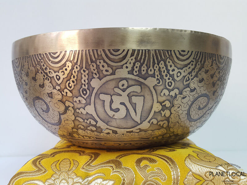20cm Compassion Mantra & Double Vajra Etched Singing Bowl (2)
