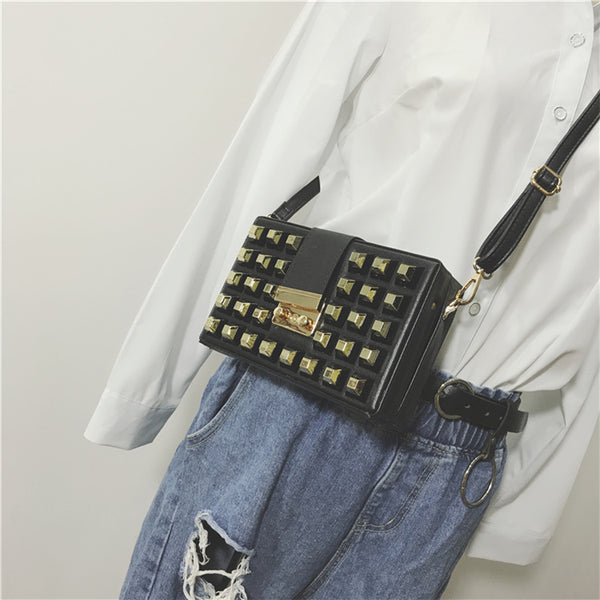 rivet small square bag CODE: mon2101