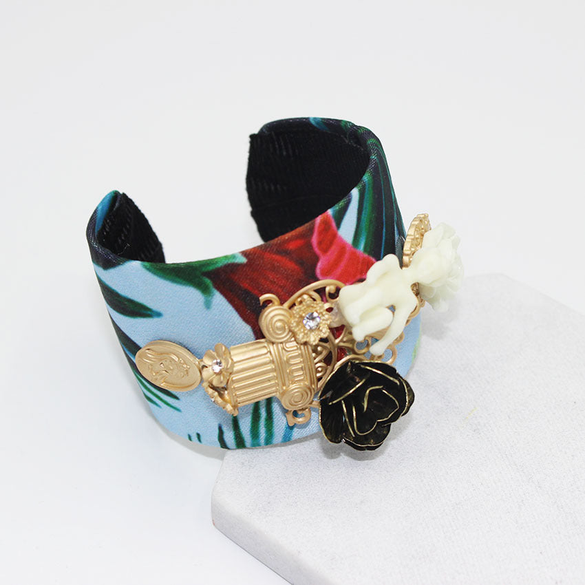 fashion doll flowers wild bracelet CODE: mon571 , mon572 , mon573